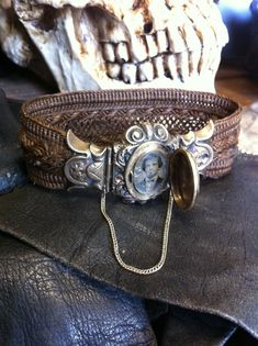 Mourning jewelry... lockets, mourn bracelet, memento mori, hair mourn, jewelry bracelets, victorian mourn, mourning jewelry, antiques, mourn jewelri