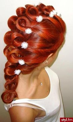 beautiful red wedding hairstyle. I like this AAAAAAAAALLLLLLLOT.