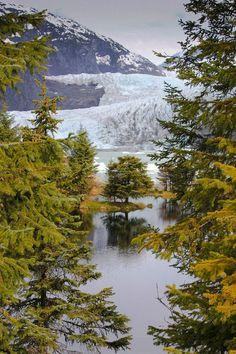 Mendenhall Glacier, Alaska USA