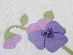 "Sweet Cottage Pansies Appliqued Flower Quilt 94"" x 64"" Vintage | Vintageblessings"