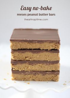 Easy no-bake Reeses Peanut Butter Bars. More sweet treats at http://pinterest.com/wineinajug/sweet-treats/ #chocolates #sweet #yummy #delicious #food #chocolaterecipes #choco #chocolate