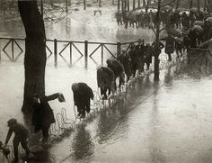 Chair bridge - Paris 1924