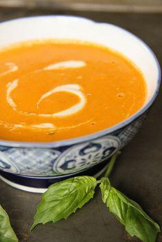 Creamy Tomato Basil Soup (Vegan)