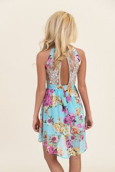 Gorgeous summer dress! I love the lace back and the print.