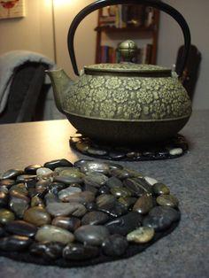 DIY stone hot plates - Felt, glue gun and flat stones