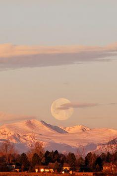 Full moon at sunrise - Colorado, USA (by dcstep)