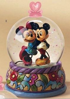 Disney Mickey and Minnie Jim Shore Snowglobe