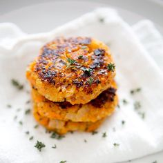 These sweet potato and quinoa cakes are insanely easy to whip up, healthy, and so delicious!  (Also: vegan and gluten free!)