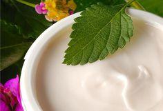 I migliori oli essenziali per preparare creme antietà