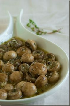 Marinated Mushrooms with White Wine Vinegar and Herbs