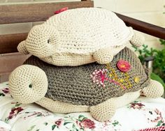 Fuente: http://www.katia.com/blog/es/2013/07/19/craft-lovers-%E2%99%A5-7/ In Spanish I think, but the figures are there for HUGE turtle. Note in UK terms xox