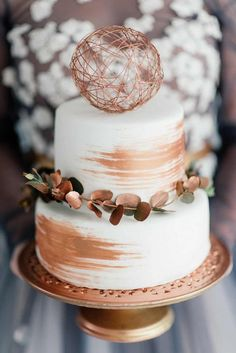 chic copper accented wedding cake ideas