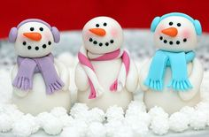 Love these super cute snowman cake decorations #Christmas