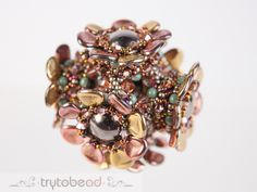 trytobead | Cersei, PatternSupplies: Dome Beads 14x8mm, Rose Petals 7x8mm, Bicones 3 and 4mm, round beads 3mm, seed beads size 11° and 15°
