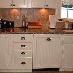 Cream colored kitchen cabinets design pictures remodel for Butter cream colored kitchen cabinets
