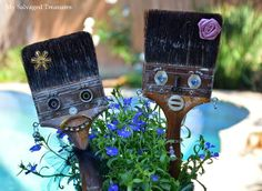 Paint brush pals.
