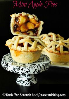 Easy Homemade Mini Apple Pies - great idea for Thanksgiving dessert! http://backforsecondsblog.com #apple #pie #thanksgiving