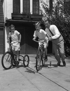 Jimmy Stewart with his two stepsons (California 1951, photo by Gene Lester)