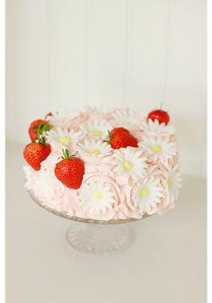 Strawberry & Daisy Cake