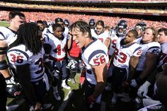 Brian Cushing gettin them ready for the game