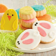 Easter Cookie Gift Box - Spring into Easter with these tasty cookies. Anybody who enjoys buttery shortbread cookies and sweet royal icing will love this box of cookies. gift baskets, cake, gift boxes, cookie gifts, easter eggs, cookie cutters, mint cookies, easter bunni, easter cookies