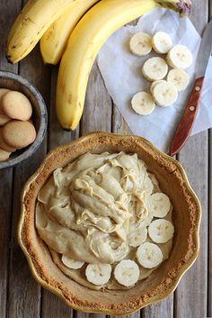 Bourbon Banana Cream Pie #diy #recipes #holiday #christmas #thanksgiving #newyear #pie #cake