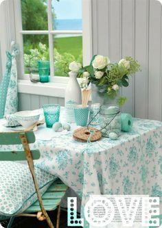 table settings, color combos, kitchen tables, blue, mint, aqua, summer colors, porch, green gate
