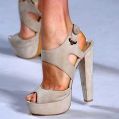 fashion shoe, nude shoes, color, ellie saab, heel, summer shoe, sandal, walk, elie saab