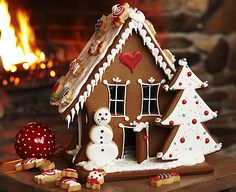 Great idea to glue the tree and snowman cookies to this house. I will have to remember this idea for mine.