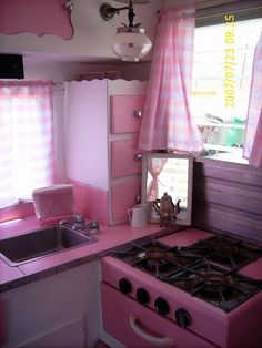 1953 vintage trailer interior-pretty in pink!