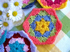 I must try this hexagon, the one I do now is a flower center, love this star center.