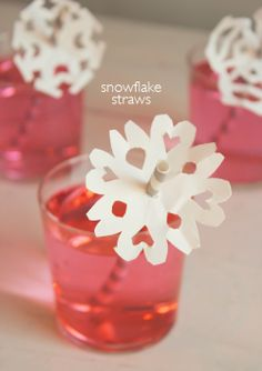 DIY Snow flake Straws  http://www.willowday.com/2013/01/diy-snowflake-straws.html?m=1