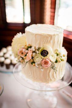 white buttercream cake   Carina Photographics   Glamour & Grace