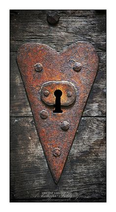 rusty heart door lock