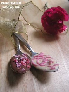 Gorgeous Chocolate Spoons! Great gifts that kids can make....