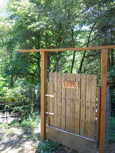 Pallet garden gate