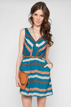 cute dress. love the color combo