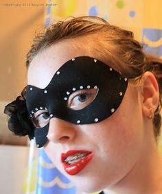 DIY Halloween : DIY Hallowe'en Masquerade Ball Mask DIY Halloween Decor