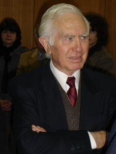 Dr. Jorge Eduardo Rivera Chile Su traducción de Ser y Tiempo de Martin Heidegger fue publicada por la Editorial Universitaria de Santiago de Chile en 1997. Luego, por la Editorial Trotta, de Madrid, en 2003. http://www.unabellezanueva.org/jorge-eduardo-rivera/