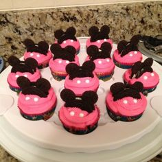 Minnie Mouse Cupcakes by tamra