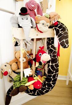 Dormitorios infantiles, ideas para decorarlos #Jaula-para-peluches, http://www.rutchicote.com/dormitorios-infantiles/