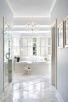 Bathroom floor design in two different marbles.