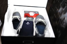 Groomsman gift idea with shoes, socks and golf balls - Meg Ann Photography