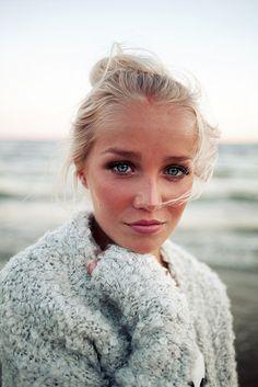 sunkissed blonde, beauty makeup, blonde blue eyes makeup, makeup sunkissed, natural makeup blue eyes, makeup blue eyes blonde hair, beachy blonde, sunkissed makeup, beach portraits