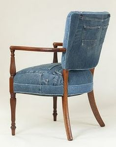 Recover a chair in your old jeans