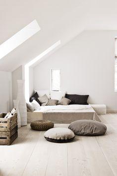 Slaapkamer in lichte en neutrale kleuren. #slaapkamer