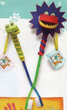 Cepillos de dientes decorados con goma eva.