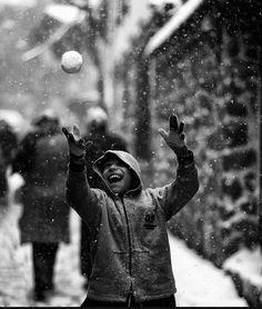 Tu veux jouer?  Photo by Kadir Erten