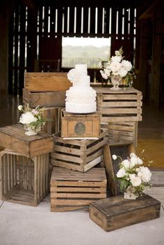 crates vintage weddings, barn weddings, cake stands, wedding cakes, cake display, old crates, wooden crates, cake tables, wood crates