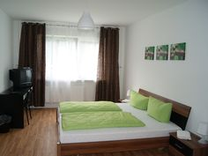 The Hotel Reiter in Berlin's Friedrichshain district offers modern rooms, free Wi-Fi, and varied breakfast buffets. The famous Alexanderplatz is just 3 underground stops away- http://www.pension-reiter-berlin.de